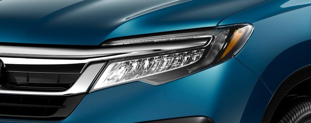 Cuentan con función de encendido automático de luz baja y apagado automático de faros (Versión Touring).
