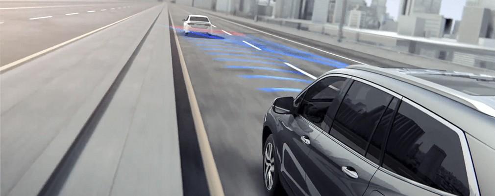 Este sistema tomará nota de la distancia con el vehículo que tiene delante. Si se acerca demasiado al vehículo que está por delante, el FWC alertará con luces y sonido.